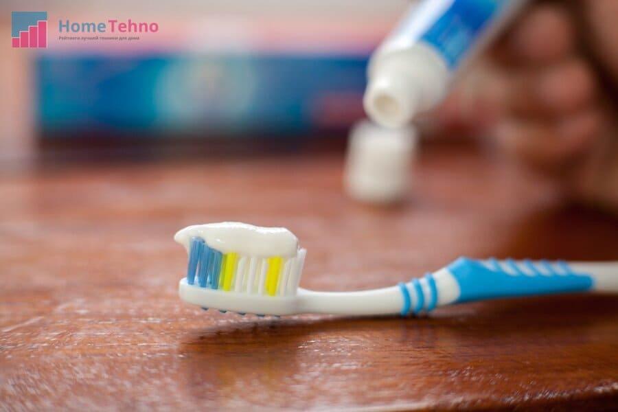 как почистить подошву утюга зубной пастой