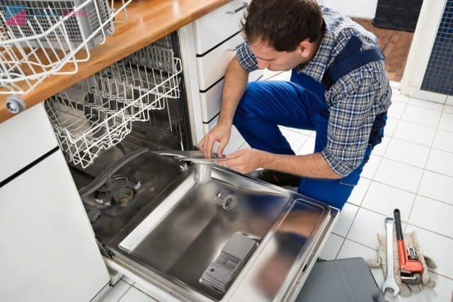 Специально обустроенная ниша для посудомойки