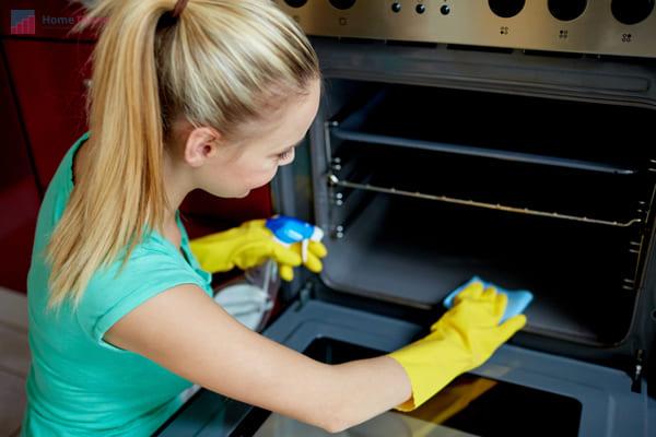 как почистить духовку спецсредствами