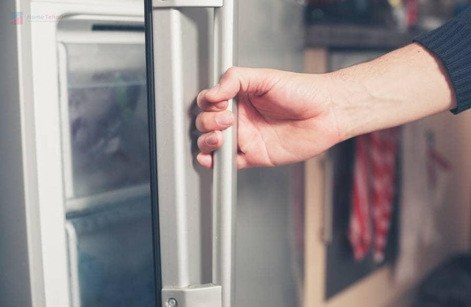 в холодильнике не работает свет