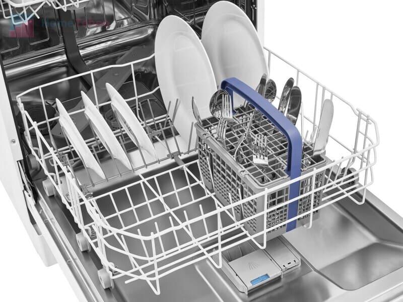 Бюджетная полноразмерная посудомоечная машина Beko DFN 05310 W